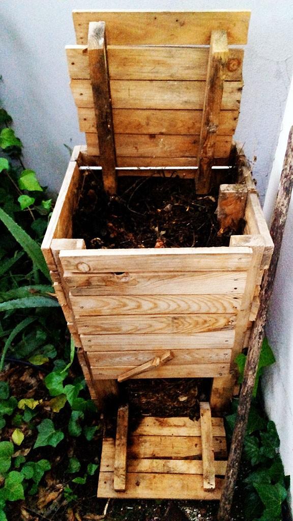 Compost después de seis meses. Hecha con palets