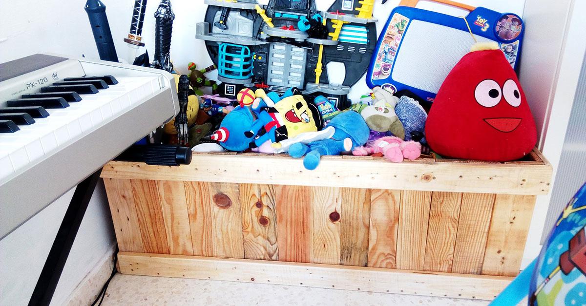 Baúl de palets para guardar juguetes