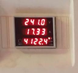 Muestra del consumo instantáneo de energía con el horno, el aire acondicionado, los ordenadores y la tele.